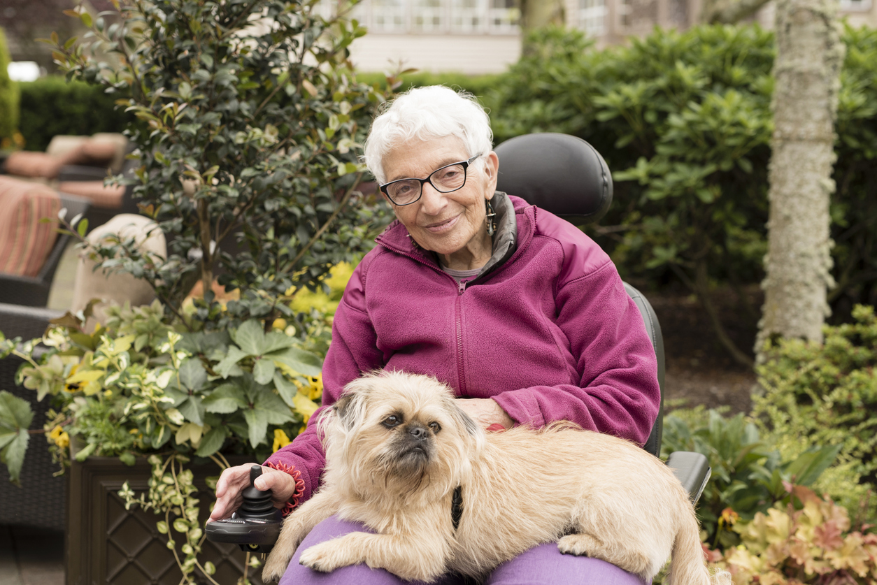 The Benefits of Pet Therapy for People Living with Dementia